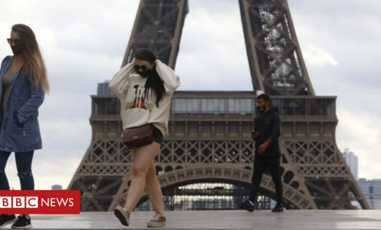 Coronavirus: French lockdown to ease after 'second peak passed'