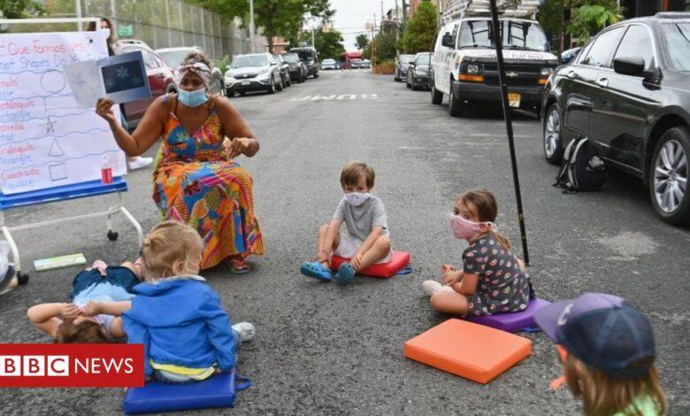 Covid: New York City closes all schools amid virus spike