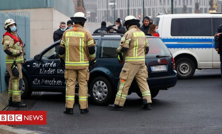 Germany Merkel: Car rams into chancellery gate ahead of Covid decision