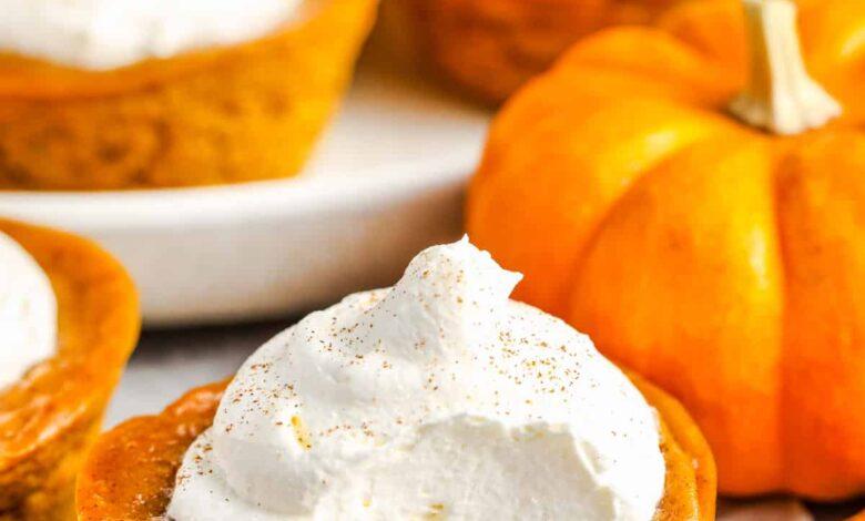 Mini Pumpkin Pie Cupcakes (With Whipped Cream)