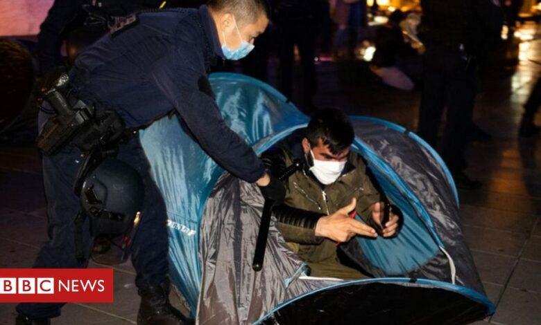 Paris police in 'shocking' clash at migrant camp