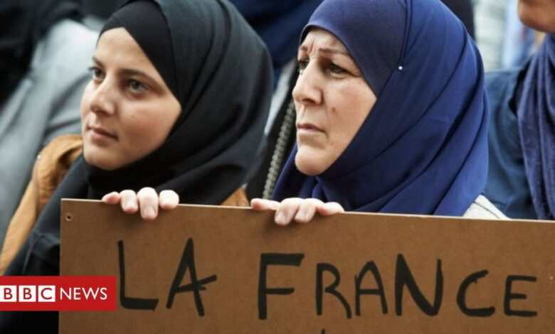 France Islam: Muslims face state pressure to embrace values