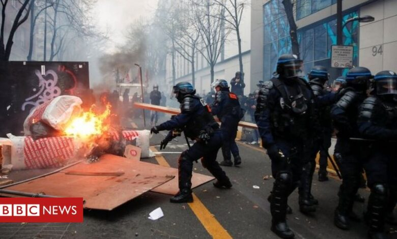France police security bill: Protests turn violent again