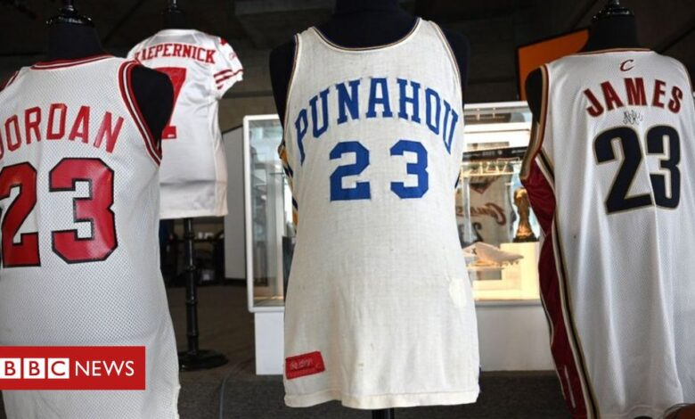 Obama and Jordan basketball vests sell for record sums