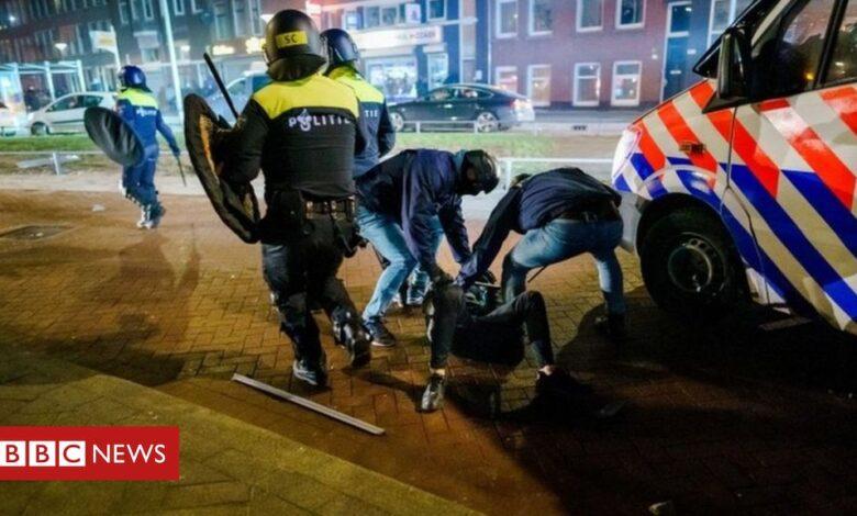 Covid: Curfew stays despite 'scum' riots in Dutch cities
