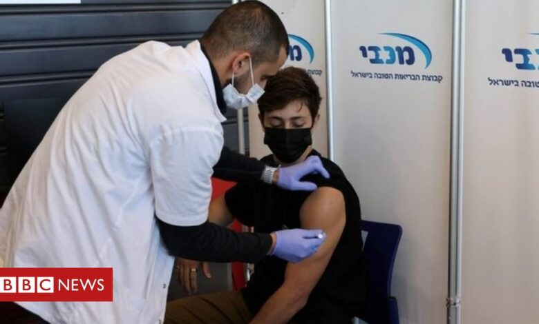 Covid: Israel vaccinates 16 to 18-year-olds ahead of exams