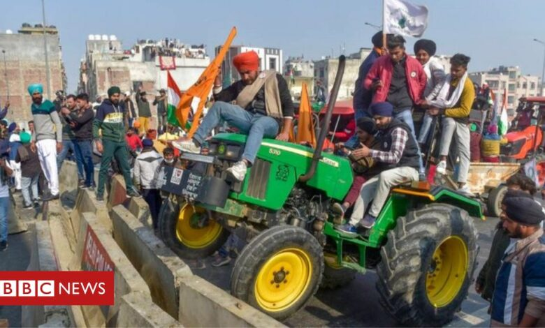Tractor rally: India farmers clash with police in massive protest