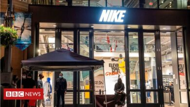 Photo of Nike exec quits after son's trainer resale firm revealed